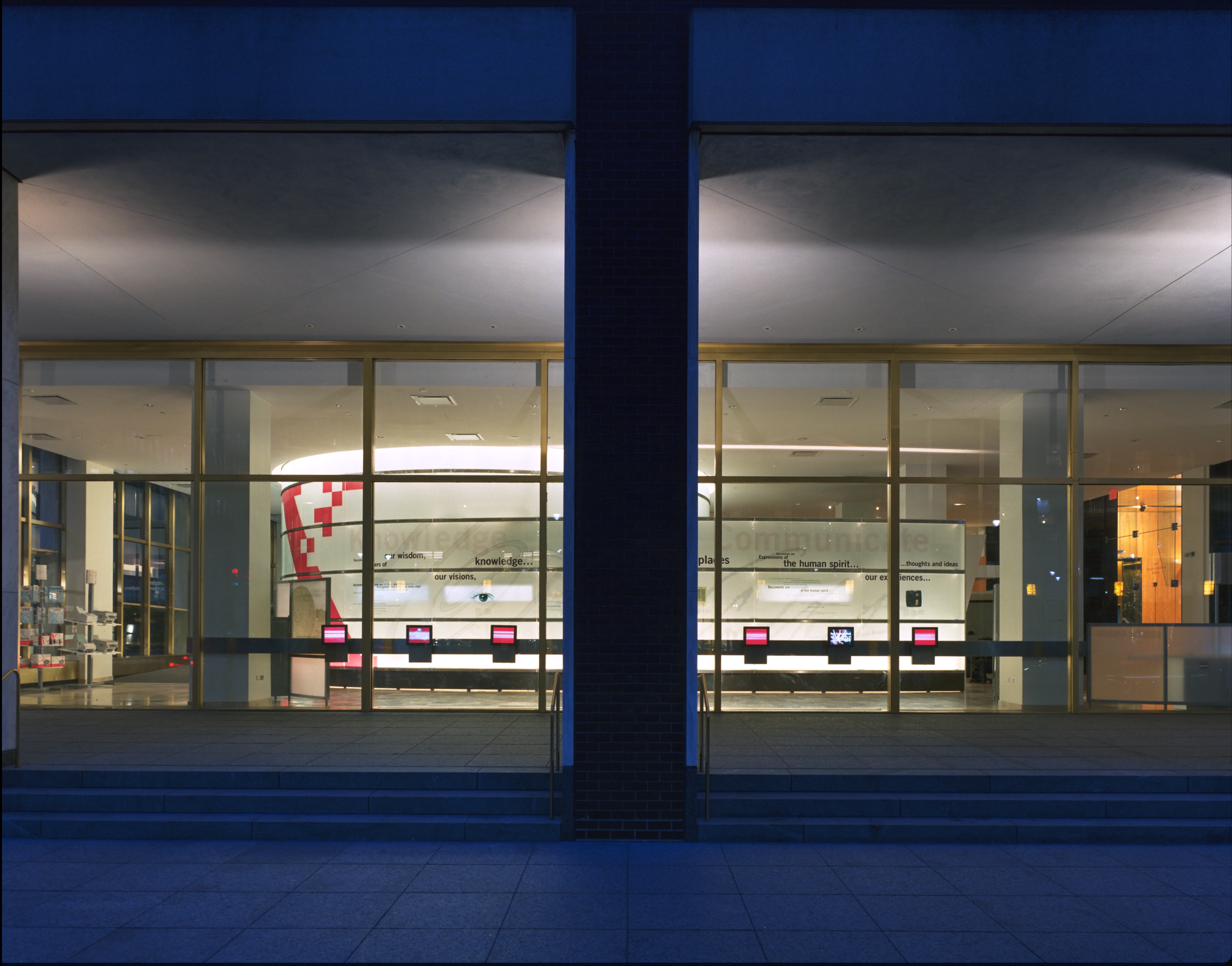 The exterior of the showroom; a series of video screens along the exterior window introduce visitors to the new way of thinking about documents: video snippets of musicians, ballerinas, artists and such at work. Videos were triggered by motion sensors.